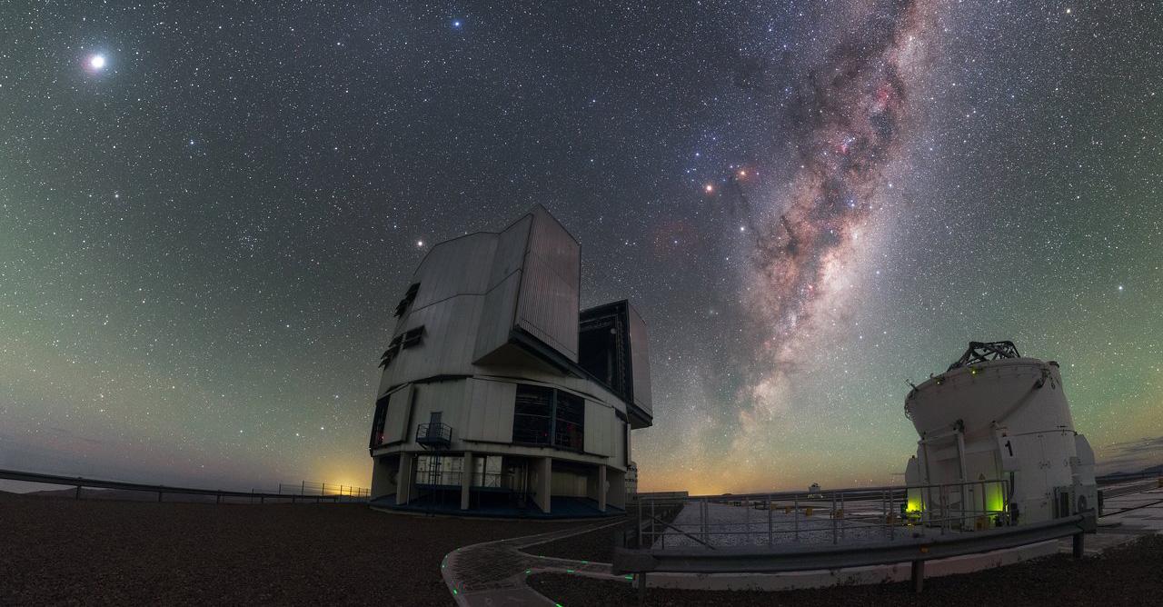 Млечный Путь и телескопы в Чили